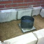 Openhaard en rookkap met vermiculite inpakken.
